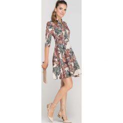 Sukienki: Sukienka Rozkloszowana z Ładnym Dekoltem Wzór w Liście