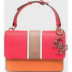 Guess Jeans - Torebka. Różowe torebki klasyczne damskie Guess Jeans, z aplikacjami, z bawełny, małe. Za 559,90 zł.
