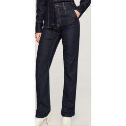Jeansy z wysokim stanem - Granatowy. Niebieskie spodnie z wysokim stanem marki Reserved, z jeansu. Za 139,99 zł.