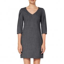 Sukienka w kolorze szarym. Szare sukienki mini marki BOHOBOCO, z dekoltem na plecach, proste. W wyprzedaży za 1059,95 zł.