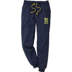 Spodnie dresowe Slim Fit bonprix ciemnoniebieski. Niebieskie rurki męskie bonprix, z nadrukiem, z dresówki. Za 74,99 zł.