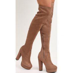 Khaki Kozaki Give Me Hug. Brązowe buty zimowe damskie marki Kazar, ze skóry, przed kolano, na wysokim obcasie. Za 84,99 zł.