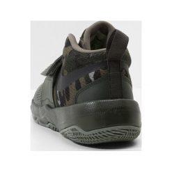 Nike Performance TEAM HUSTLE D 8 (GS) Obuwie do koszykówki sequoia/black/volt/medium olive. Zielone buty sportowe chłopięce Nike Performance, z materiału. Za 209,00 zł.