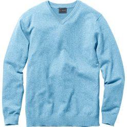 Sweter z dekoltem w serek Regular Fit bonprix jasnoniebieski. Niebieskie swetry klasyczne męskie marki bonprix, m, z dzianiny, z dekoltem w serek. Za 74,99 zł.