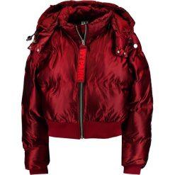 Ivy Park SHORT SHINE  Kurtka zimowa russet. Czarne kurtki damskie zimowe marki Strategia. W wyprzedaży za 441,75 zł.