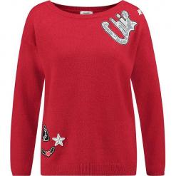 Sweter w kolorze czerwonym. Czerwone swetry klasyczne damskie marki Taifun, z wełny, z okrągłym kołnierzem. W wyprzedaży za 130,95 zł.
