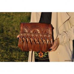 Brązowa torebka z frędzlami skóra naturalna. Brązowe torebki klasyczne damskie Pakamera, ze skóry, z frędzlami. Za 349,00 zł.