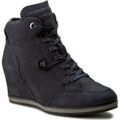 Sneakersy GEOX - D Illusion A D4454A 000LT C4021 C. Morski. Niebieskie sneakersy damskie marki Geox, z nubiku. W wyprzedaży za 319,00 zł.