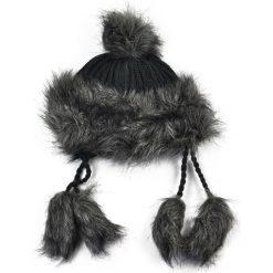 Czapka damska Wschodnia elegancja czarna. Czarne czapki zimowe damskie Art of Polo. Za 38,41 zł.
