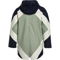 Gosoaky KILLER WHALE Kurtka przeciwdeszczowa mood indigo multicolor. Niebieskie kurtki chłopięce przeciwdeszczowe Gosoaky, z materiału. W wyprzedaży za 356,15 zł.