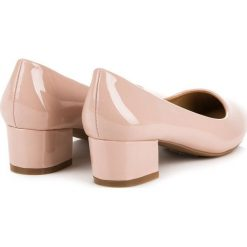 Buty ślubne damskie: Lakierowane czółenka na niskim obcasie LOVERY różowe