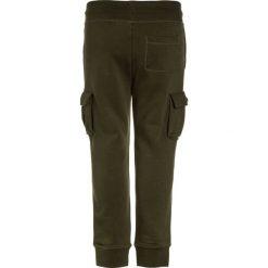GAP BOYS ACTIVE PATRIOTIC Spodnie treningowe army jacket green. Brązowe spodnie dresowe dziewczęce GAP, z bawełny. Za 129,00 zł.