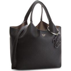Torebka GUESS - HWVY68 65060 BLA. Czarne torebki klasyczne damskie marki Guess, z aplikacjami, ze skóry ekologicznej, duże. Za 679,00 zł.