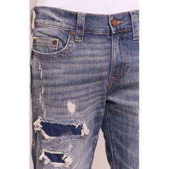 True Religion GENO Jeansy Straight Leg blue. Niebieskie jeansy męskie regular True Religion. W wyprzedaży za 455,60 zł.