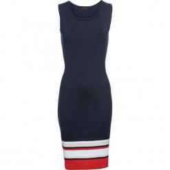 Sukienka dzianinowa bonprix ciemnoniebiesko-biało-beżowo-czerwony. Niebieskie sukienki dzianinowe marki bonprix, w paski, sportowe, z kontrastowym kołnierzykiem, dopasowane. Za 99,99 zł.