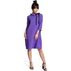 AMELIA Sukienka z wiązaniem pod szyją - fioletowa. Fioletowe sukienki z falbanami marki BE, s, z kontrastowym kołnierzykiem. Za 154,90 zł.