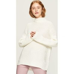 Ażurowy sweter z golfem - Kremowy. Białe golfy damskie marki Sinsay, l, w ażurowe wzory. Za 79,99 zł.