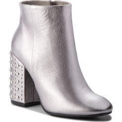 Botki CARINII - B4366 L91-000-000-C00. Czarne buty zimowe damskie marki Carinii, z materiału, z okrągłym noskiem, na obcasie. W wyprzedaży za 249,00 zł.