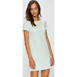 Answear - Sukienka Garden of Dreams. Szare sukienki dzianinowe marki ANSWEAR, na co dzień, l, casualowe, z okrągłym kołnierzem, mini, proste. W wyprzedaży za 89,90 zł.