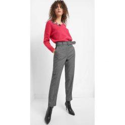 Spodnie z paskiem. Szare rurki damskie marki Orsay, z haftami, z dzianiny, z podwyższonym stanem. W wyprzedaży za 95,00 zł.