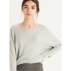 Luźny sweter z aplikacją - Jasny szar. Szare swetry klasyczne damskie Sinsay, l. Za 69,99 zł.