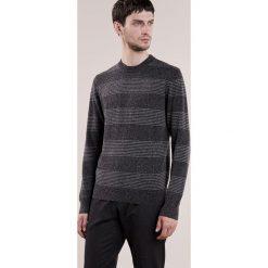 Club Monaco Sweter grey. Szare swetry klasyczne męskie Club Monaco, l, z bawełny. W wyprzedaży za 395,85 zł.