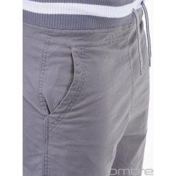 SPODNIE MĘSKIE CHINO P155 - SZARE. Szare chinosy męskie Ombre Clothing, z aplikacjami, z bawełny. Za 49,00 zł.