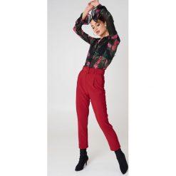 Spodnie z wysokim stanem: Trendyol Spodnie z paskiem w talii – Red