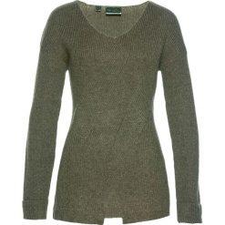 Sweter we wzór w warkocze bonprix oliwkowy. Zielone swetry klasyczne damskie bonprix, z dzianiny. Za 59,99 zł.