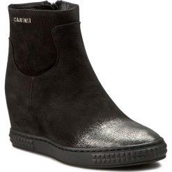 Botki CARINII - B3782/N 360-000-PSK-B88. Czarne buty zimowe damskie Carinii, z materiału, na obcasie. W wyprzedaży za 259,00 zł.