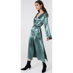Glamorous Szlafrok z długim rękawem - Green,Blue. Różowe szlafroki damskie marki Glamorous, z nadrukiem, z asymetrycznym kołnierzem, asymetryczne. W wyprzedaży za 60,89 zł.