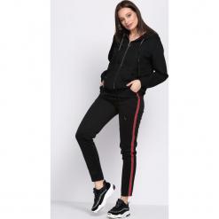 Czarno-Czerwone Spodnie Dresowe Patience. Czarne spodnie dresowe damskie Born2be, l, z dresówki. Za 29,99 zł.