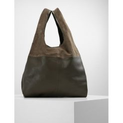 Topshop Torba na zakupy khaki. Brązowe torebki klasyczne damskie Topshop. W wyprzedaży za 335,20 zł.