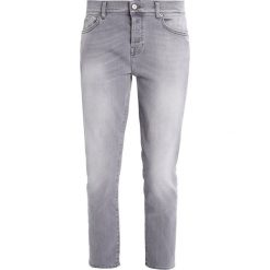 Boyfriendy damskie: 7 for all mankind JOSEFINA  Jeansy Relaxed Fit crystal grey