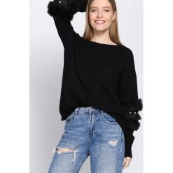 Czarny Sweter Body On Me. Czarne swetry klasyczne damskie Born2be, uniwersalny, z okrągłym kołnierzem. Za 79,99 zł.