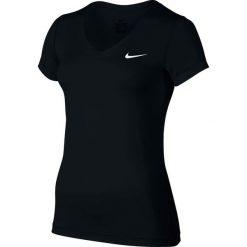 KOSZULKA W NK TOP VCTY BSLYR VNECK-824399-010. Białe bluzki z odkrytymi ramionami Nike, z elastanu. Za 89,99 zł.