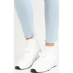 Białe Buty Sportowe Bobby Socks. Białe buty sportowe damskie Born2be. Za 59,99 zł.