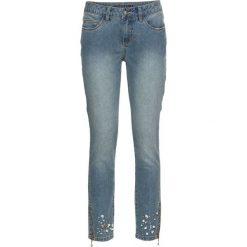 Dżinsy SKINNY z kamieniami bonprix niebieski bleached. Niebieskie jeansy damskie bonprix, w paski, z jeansu. Za 59,99 zł.