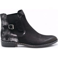 Carinii - Botki. Czarne buty zimowe damskie Carinii, z materiału, na obcasie. W wyprzedaży za 179,90 zł.