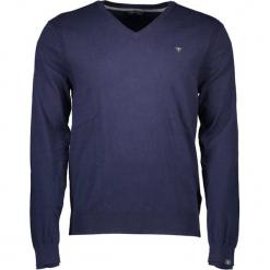 Sweter w kolorze granatowym. Niebieskie swetry klasyczne męskie Guess, m, z nadrukiem. W wyprzedaży za 249,95 zł.
