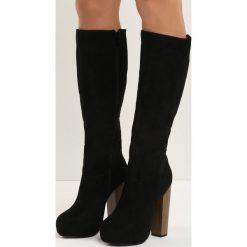 Czarne Kozaki Bistr. Czarne buty zimowe damskie marki Kazar, z futra, przed kolano, na wysokim obcasie, na koturnie. Za 84,99 zł.