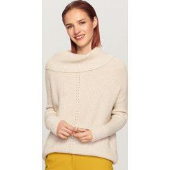 Sweter z odkrytymi ramionami - Kremowy. Białe swetry klasyczne damskie marki Reserved, l. Za 99,99 zł.