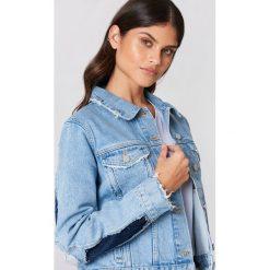 NA-KD Kurtka dżinsowa z rozdarciami - Blue. Niebieskie kurtki damskie NA-KD, z denimu. W wyprzedaży za 182,48 zł.