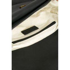 Pepe Jeans - Torebka Missy. Pomarańczowe torebki klasyczne damskie Pepe Jeans, w paski, z bawełny, małe. W wyprzedaży za 139,90 zł.