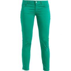 Liu Jo Jeans MONROE  Spodnie materiałowe yelly green. Zielone boyfriendy damskie Liu Jo Jeans. W wyprzedaży za 412,30 zł.