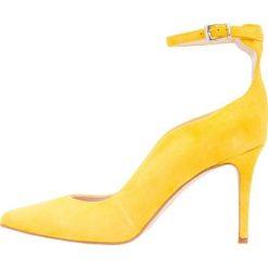 Szpilki: KIOMI Szpilki yellow