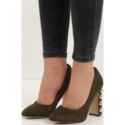 Khaki Czółenka True Love. Brązowe buty ślubne damskie Born2be, w paski, na wysokim obcasie, na płaskiej podeszwie. Za 59,99 zł.