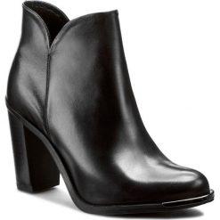 Botki CARINII - B3124 861-000-PSK-A29. Czarne buty zimowe damskie Carinii, ze skóry, na obcasie. W wyprzedaży za 239,00 zł.