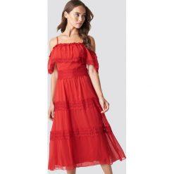 Trendyol Koronkowa sukienka na ramiączkach - Red. Szare sukienki koronkowe marki Trendyol, na co dzień, casualowe, midi, dopasowane. W wyprzedaży za 80,98 zł.