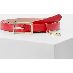 Paski damskie: MAX&Co. ACCORATO BELT NARROW HEART CHARM Pasek red
